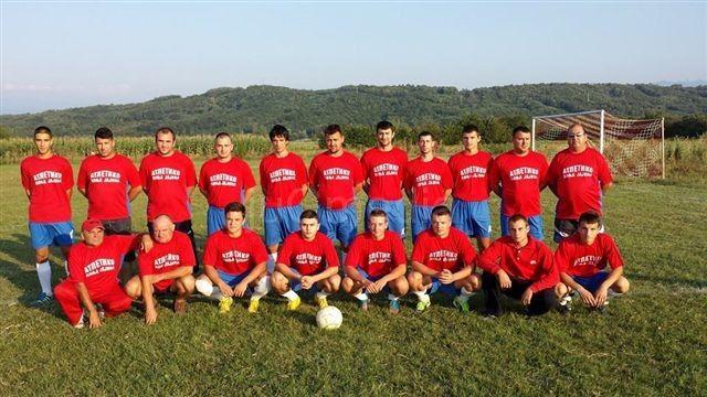 Fudbal podelio leskovačko selo: Real i Atletiko iz Donje Jajine