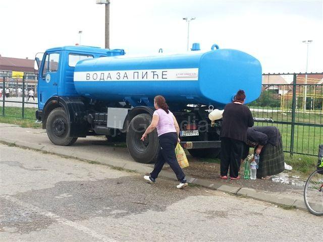 Voda iz cisterne za stanovnike u Radničkom naselju