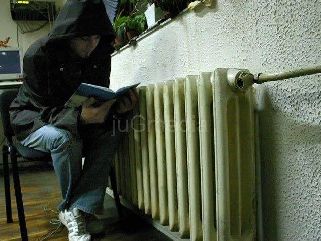 Stanari u najvećem leskovačkom soliteru se smrzavaju zbog hladnih radijatora, i tako svake godine na početu grejne sezone