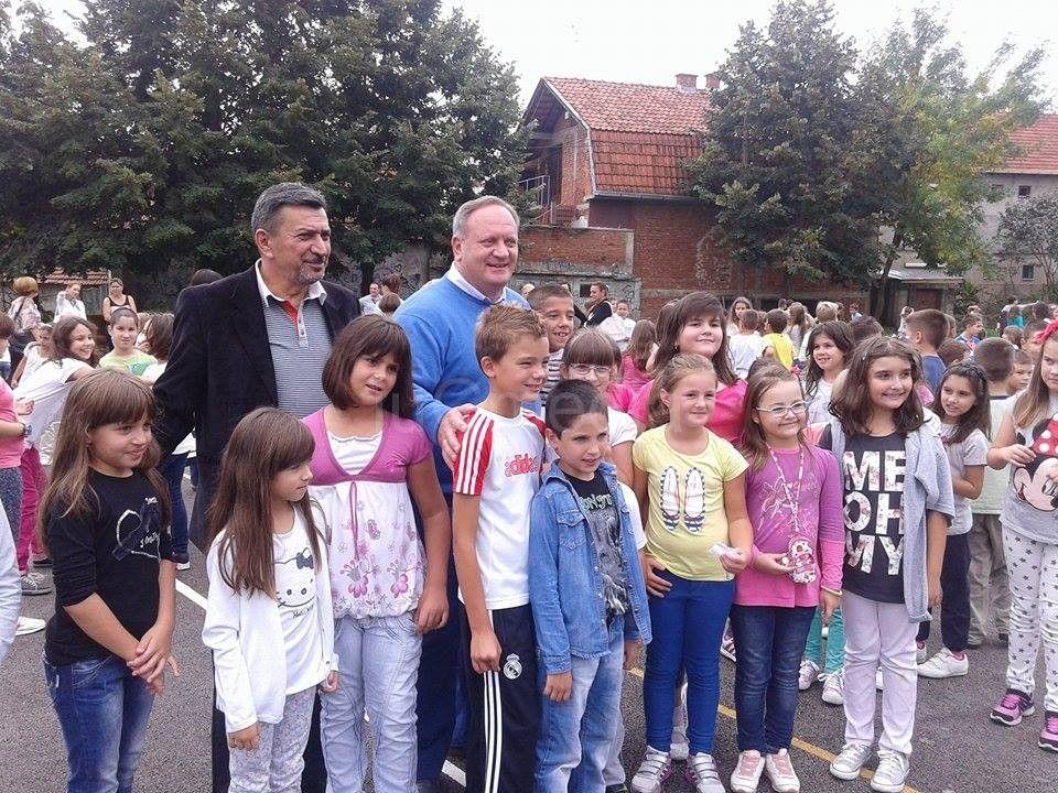 Škola Vasa Pelagić dobila na poklon novo igralište