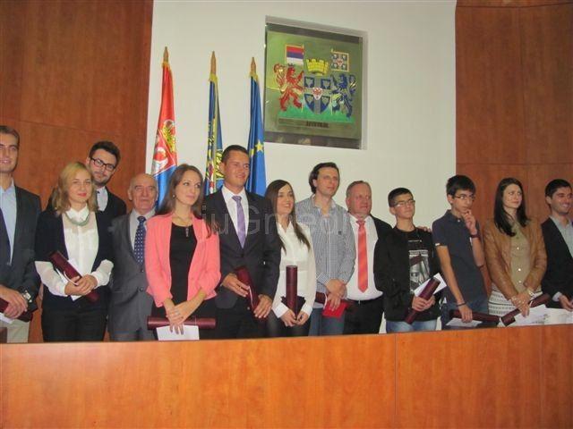 Dan Leskovca: Najbolji studenti nagrađeni sa po 100.000