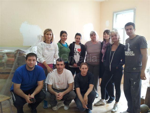Rotarijanci krečili školu