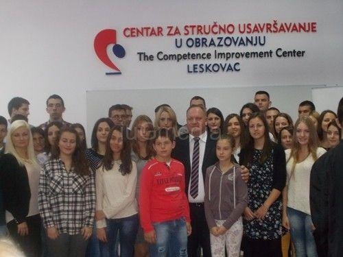 Studentima i učenicima nagrade od 10.000 do 30.000 dinara