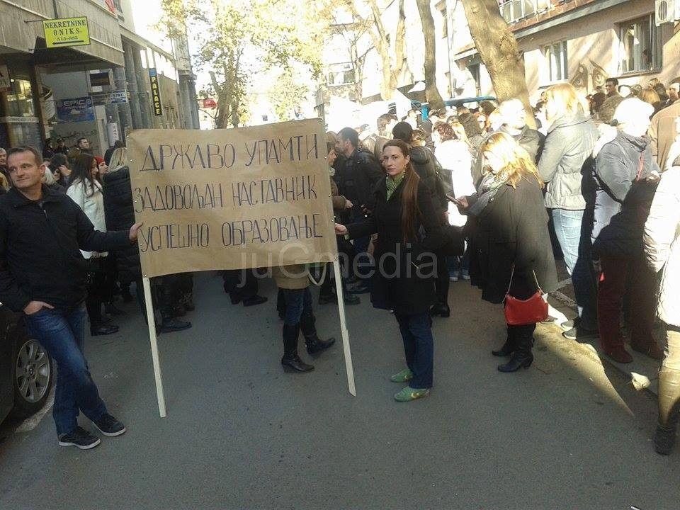 Protest prosvetara ispred Školske uprave