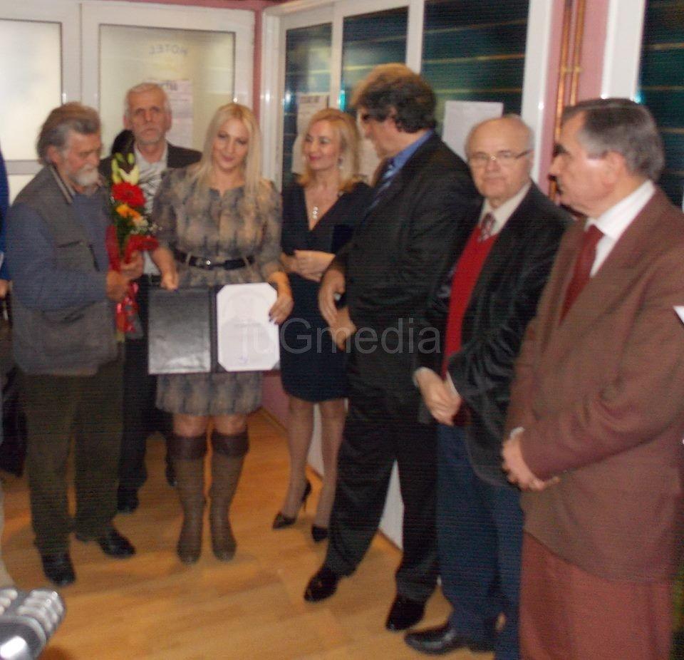 Priznanje novinarki Dragani Zečević