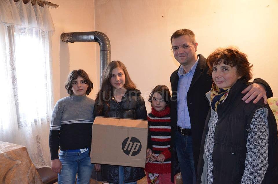 Pokloni za dve ugrožene porodice u Beloj Palanci