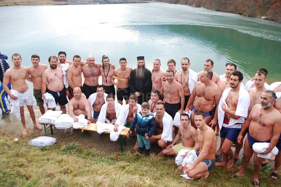 Plivanje za časni krst na Divljanskom jezeru