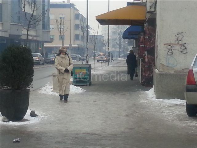 Na ledu 12 Leskovčana polomilo ruke i noge
