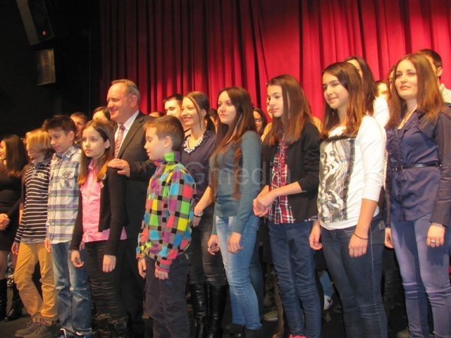 Učenici, studenti i doktoranti dobili svetosavske nagrade