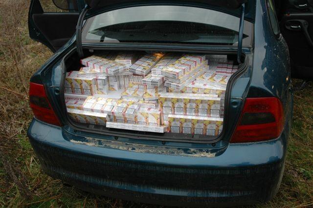 Zaplenjno 7.500 paklica cigareta