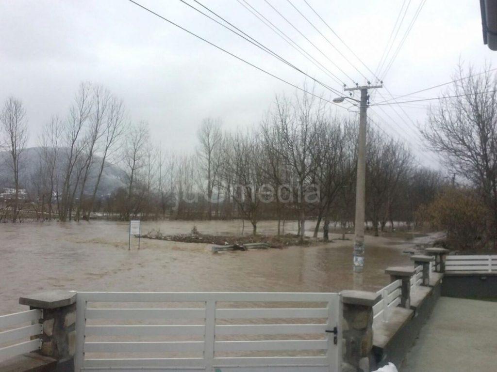 Južna Morava se IZLILA U GRDELICI, ulica pod vodom