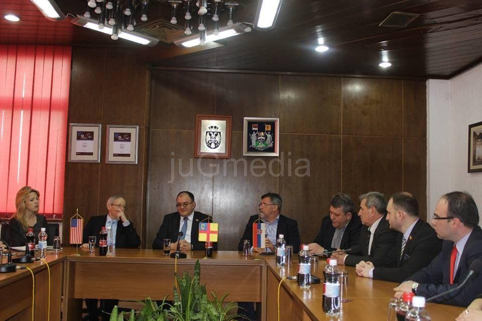 Ambasador Majkl Kirbi u Vranju