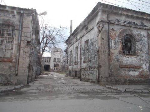 """Napuštena fabrika dekor za film """"Slavujevo doba"""""""