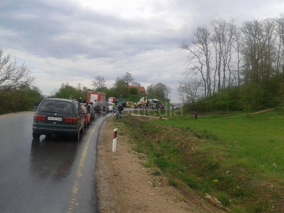 U udesu kod Vladičinog Hana povređeni vozači kamiona i cisterne