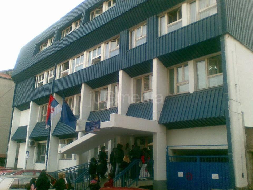 Policija obezbeđuje viđanje dece i roditelja u Centru za socijalni rad