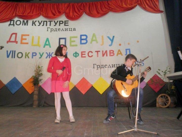 """Ana Aleksić pobednica festivala """"Deca pevaju"""""""