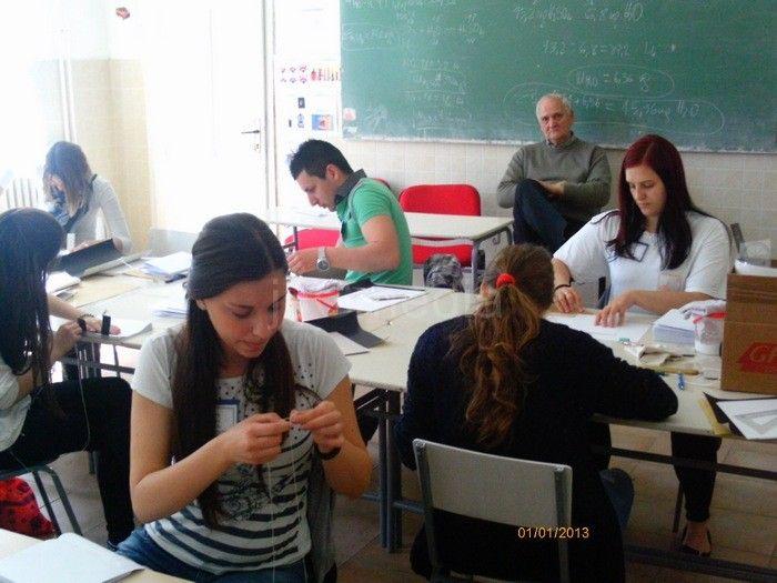 Leskovčani i Vranjanci briljirali na takmičenju hemijskih škola