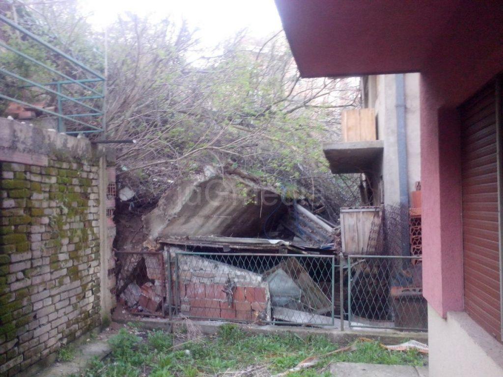 Klizište naleglo na tri kuće u Nišu