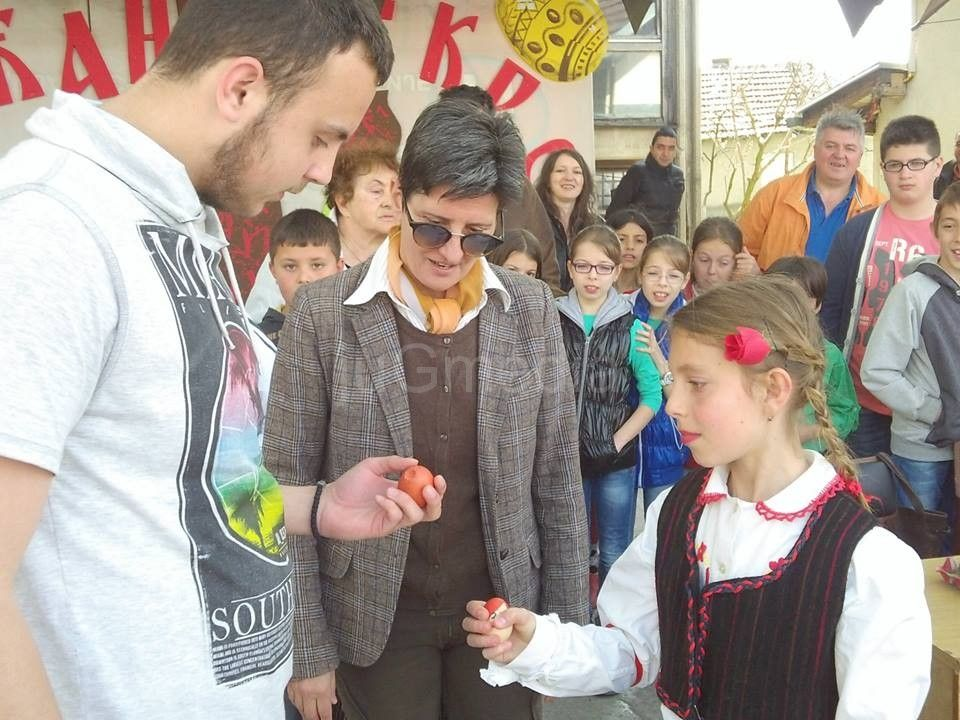 Aleksandra Radulović pobednica Prvog takmičenja u tucanju uskršnjih jaja