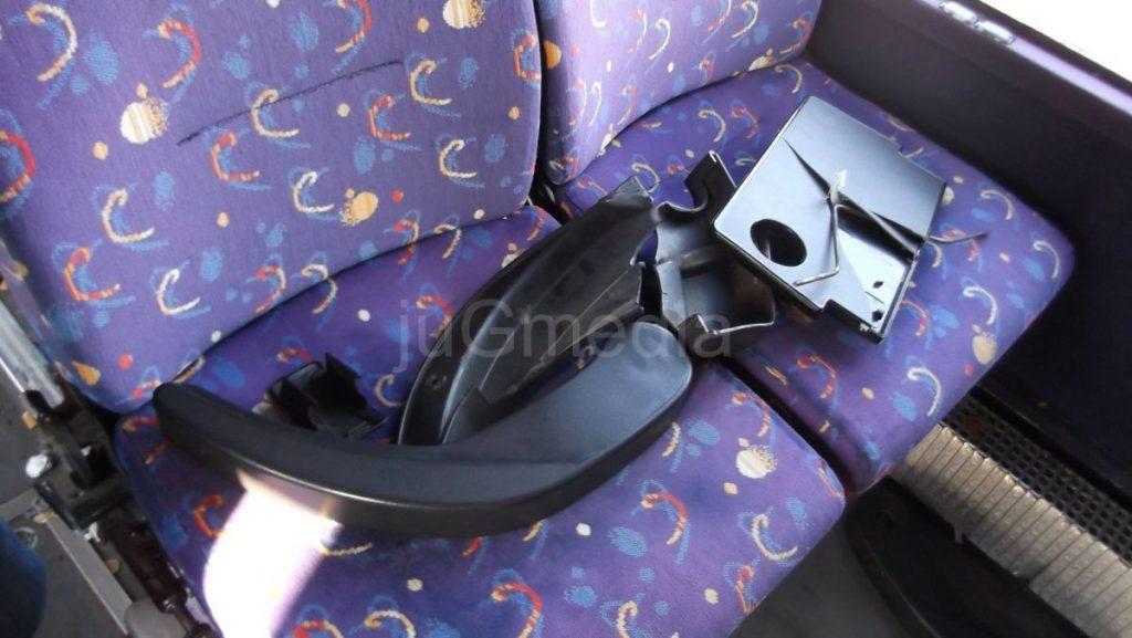 """Navijači demolirali autobus """"Nišekspresa"""""""