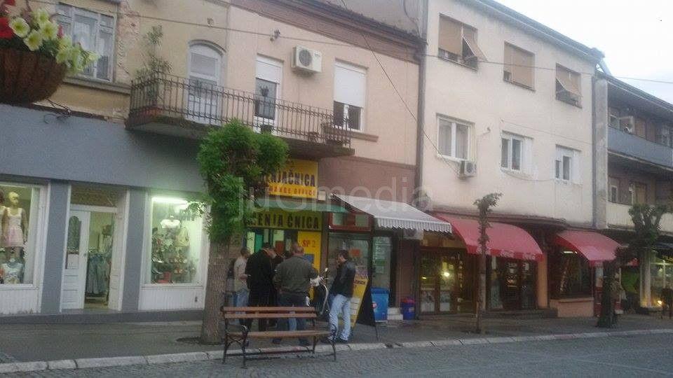 Opljačkana menjačnica u centru Vranja lopov u bekstvu