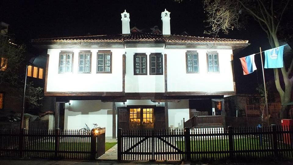 Likovni salon u Vlasotincu 15. oktobra