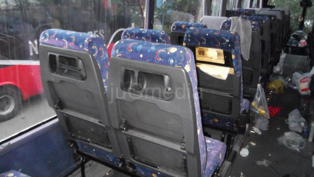 demoliran autobus navijaci
