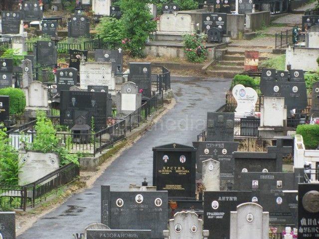 Crkva i vlast složni: Hrana na groblju PAGANSKI OBIČAJ
