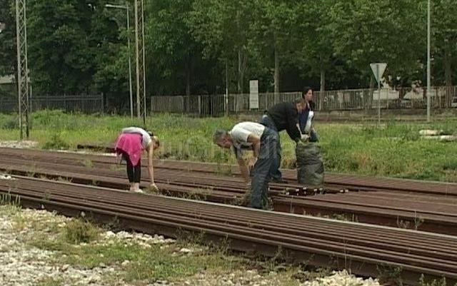 Železničari očistili pružne prelaze