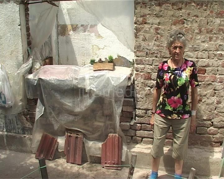 Leskovčanka živi bez struje i vode  u izgoreloj kući