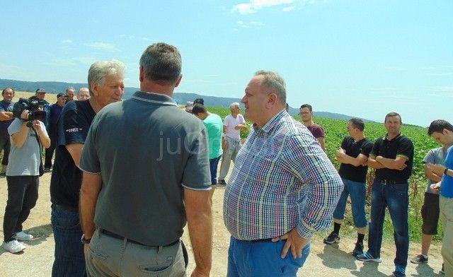 Uređuju se atarski putevi i u Draškovcu