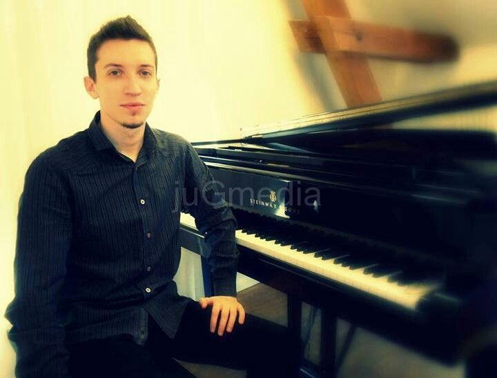Koncert pirotskog mladog pijaniste Nikole Pešića u Parizu