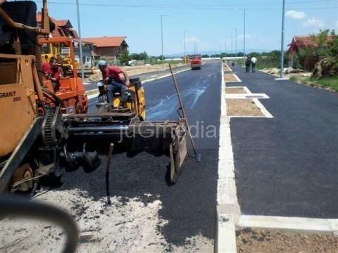 APSURD:Skidaju tek postavljeni asfalt!