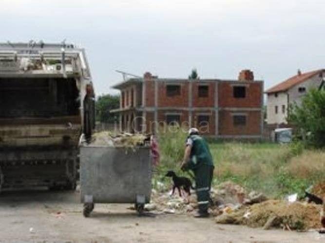 Požar na deponiji u Đermanovićevoj juče gašen tri puta!