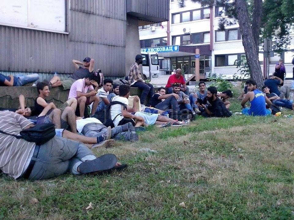 Narodni parlament pomaže mladim migrantima