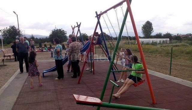 Otvoreno dečje igralište u Štrkovom naselju