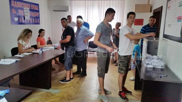 Jagodinci kontrolisali izbore u Leskovcu