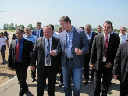 LESKOVAC01_Vucic s leskovackim gradonacelnikom Goranom Cvetanovicem u obilasku Zelene zone u Leskovcu_FOTO M IVanovic