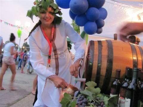 Vinski bal: Bira se najbolje vino, pesma, boginja…