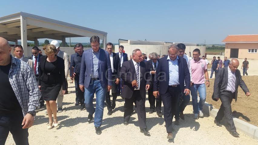Vučić obećao 5.000 radnih mesta u Leskovcu i Vranju