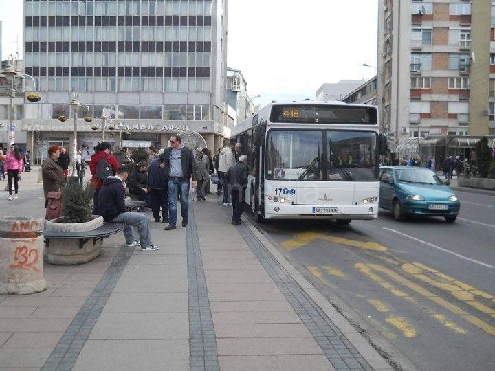 Kontrolor isprskao suzavcem putnika u gradskom autobusu