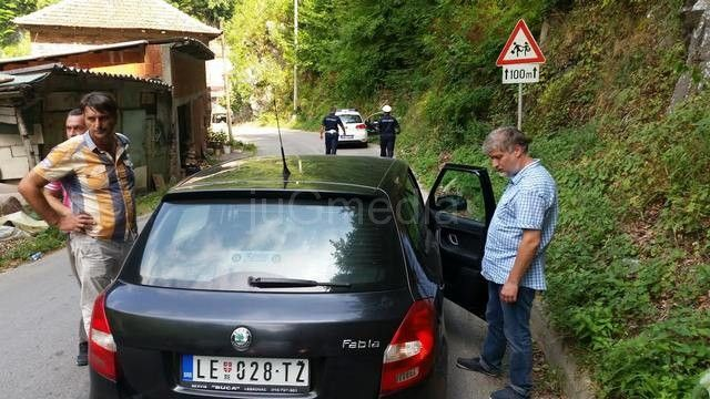Odron oštetio automobil novinarske ekipe