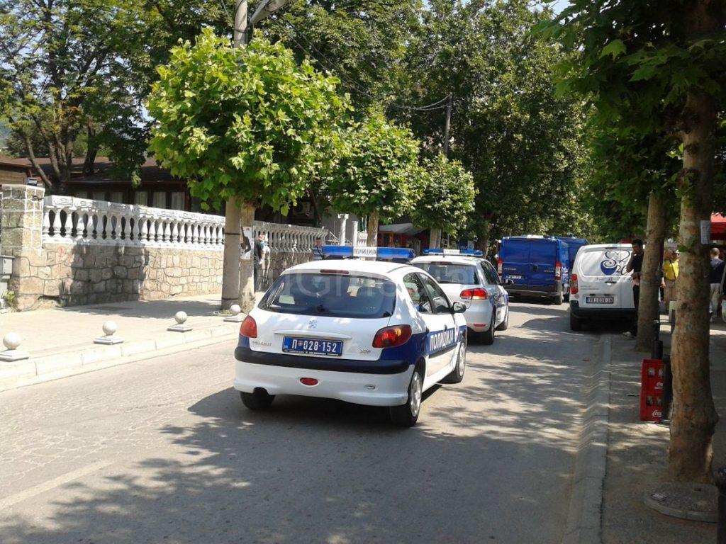 Opljačkali kuću pa nasrnuli na policiju