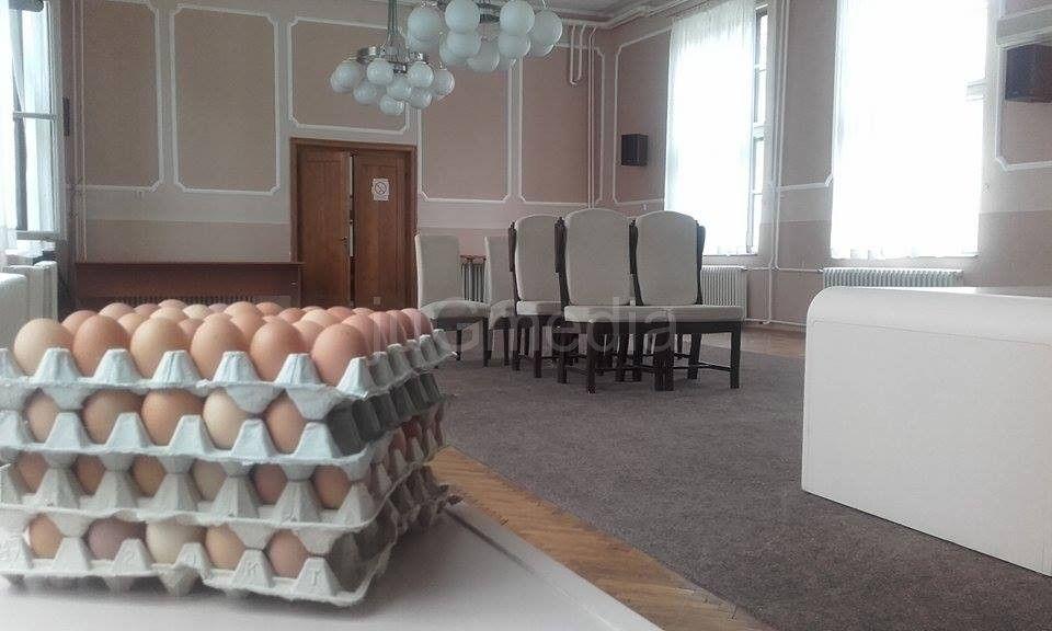 FOTO VEST: Čija su jaja u Sali za venčanja?