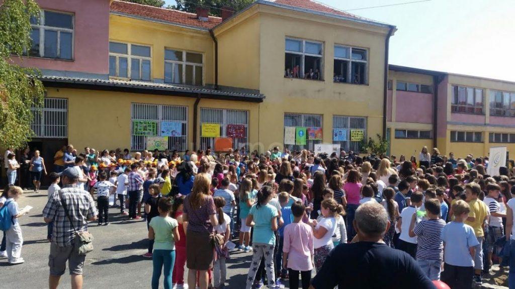 Deca dobila novac za knjige, prosvetari putne troškove