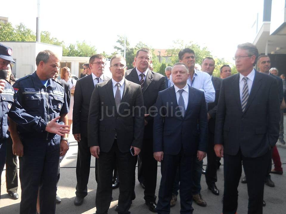 Ministar policije: Napad na novinare je sramota!