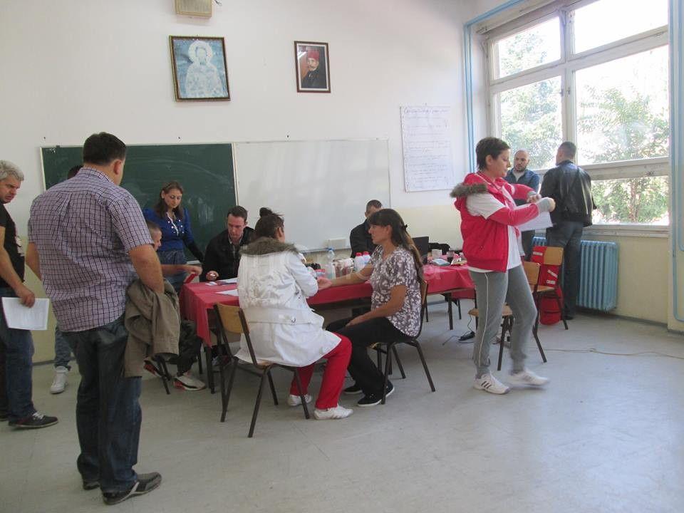 Krv dali učenici i naprednjaci