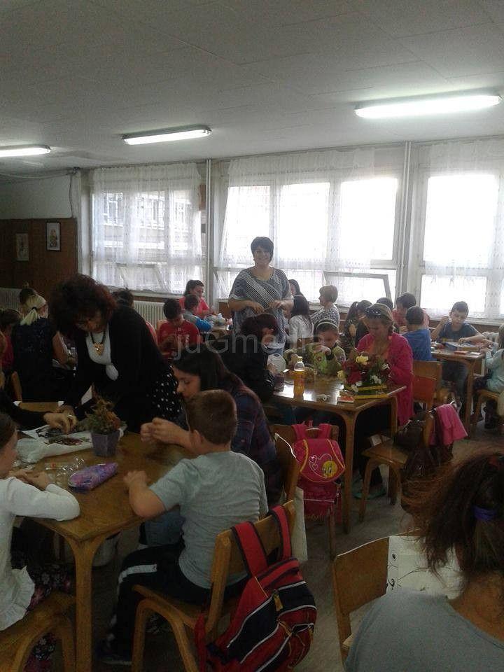 Učenici i roditelji pravili nakit u humanitarne svrhe