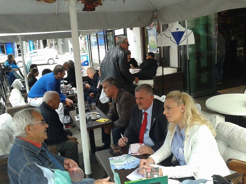 Poslanici pili kafu sa građanima