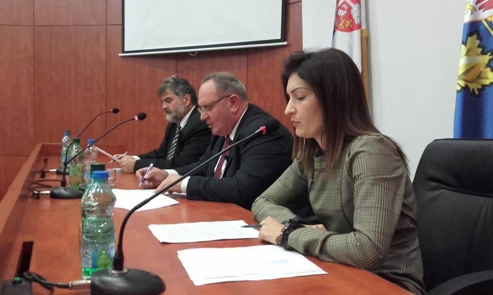 Grad za prevoz učenika izdvaja 52 000 dinara mesečno
